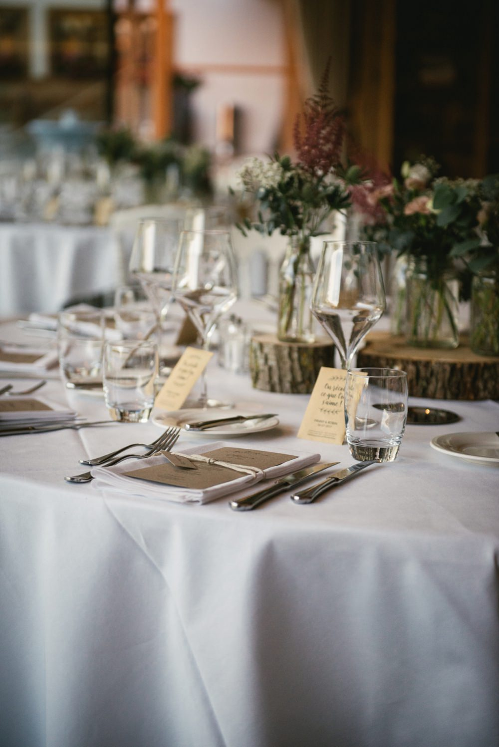 hote lrougement table during a wedding
