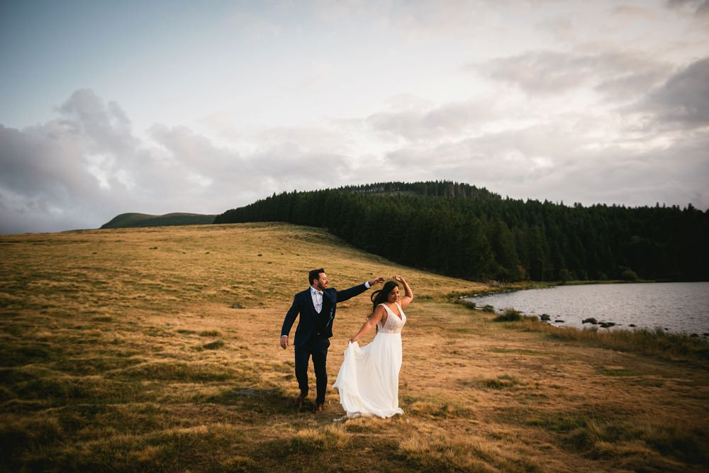 couple dancing after their wedding in peak district