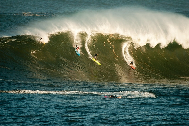 how to elope in hawaii with big waves during winter