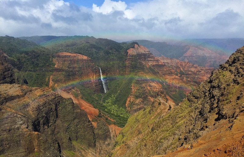 elopement in hawaii - waimea canyon during spring