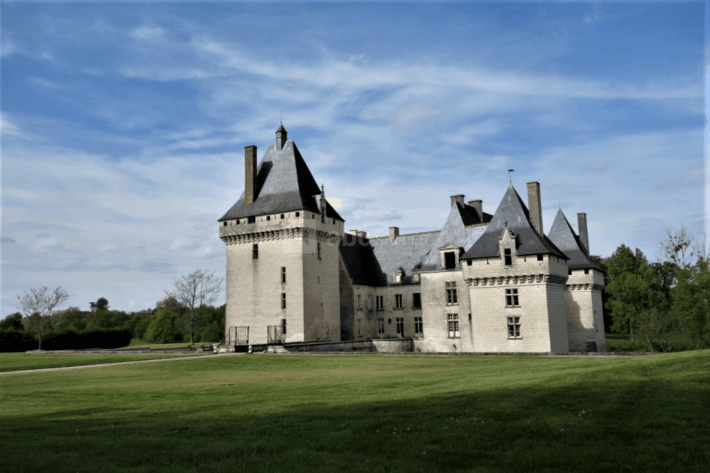 beautiful chateau for elopement in france - chateau de lisle savary