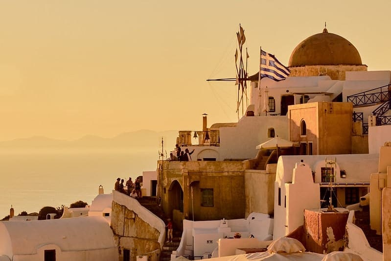 elope in europe guide - santorini