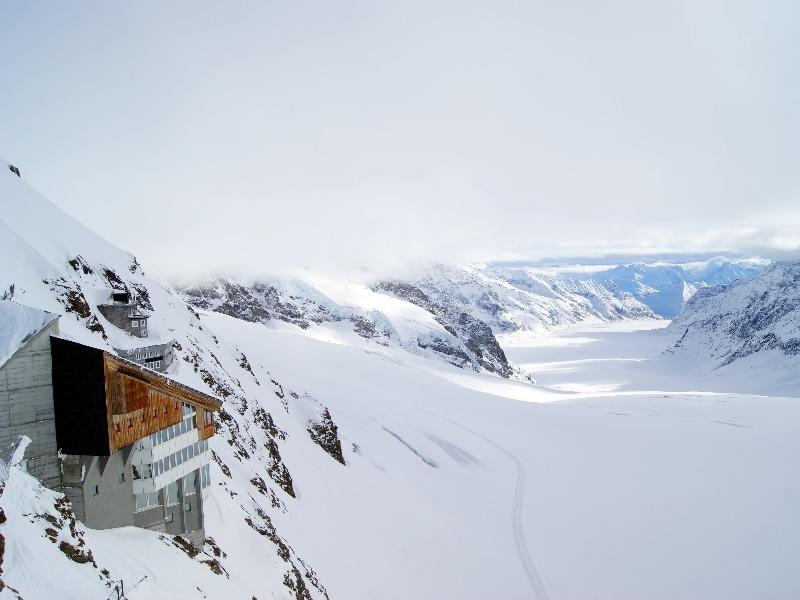 The ultimate guide for an elopement in Switzerland - Jungfraujoch