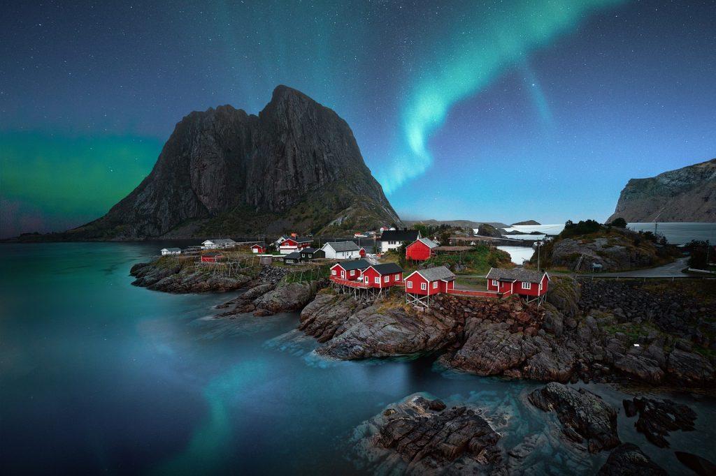 Adventure elopement idea - northern lights in lofoten