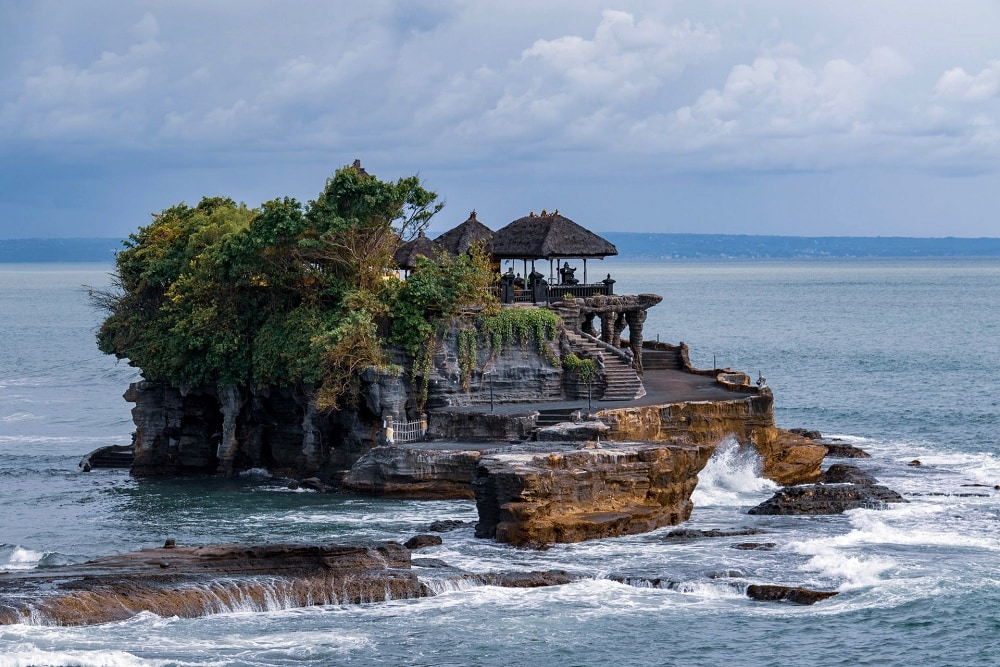 Best places for a bali elopement - tanah lot
