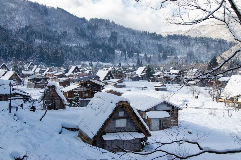Winter for an elopement in Japan
