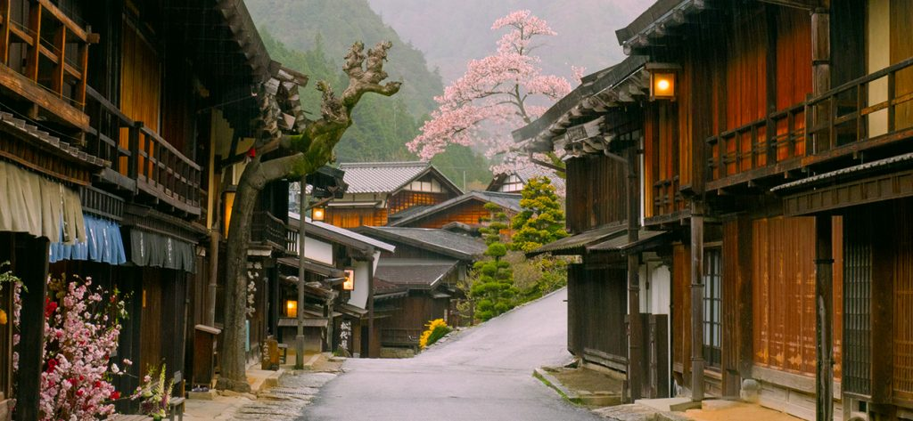 Nakasendo trail for a Japanese elopement