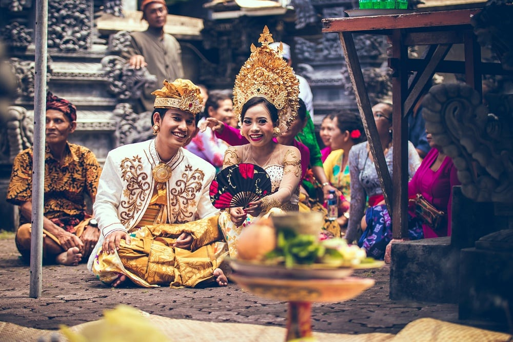 what to wear for a bali elopement - traditional attires