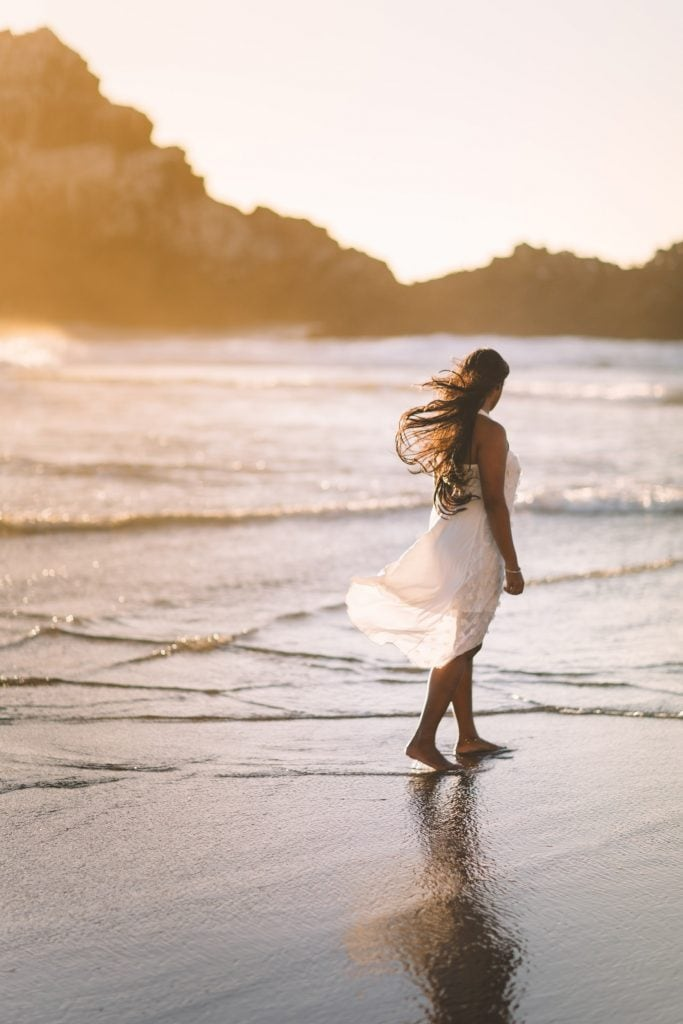How to dress for an elopement in Greece - the dress