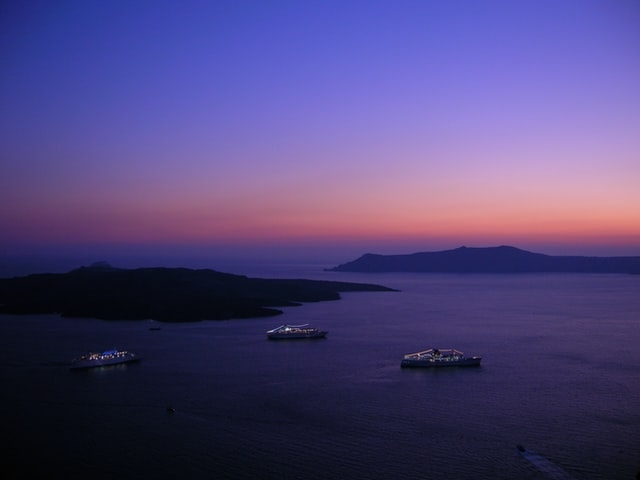 8 hour elopement package in Santorini