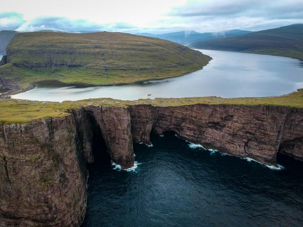 Where to elope in the Faroe Islands - Lake Sørvágsvatn
