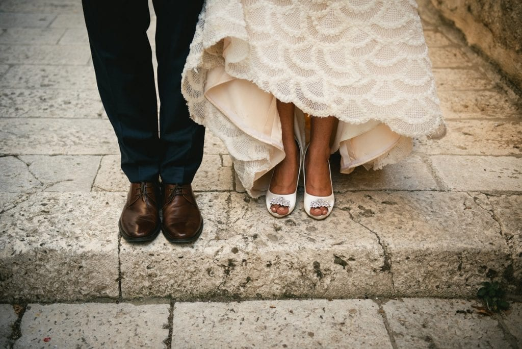 What to wear for an elopement in Tuscany - the shoes