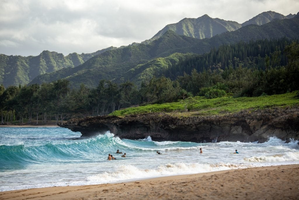 hikes for an Hawaii elopement - when to elope in Hawaii