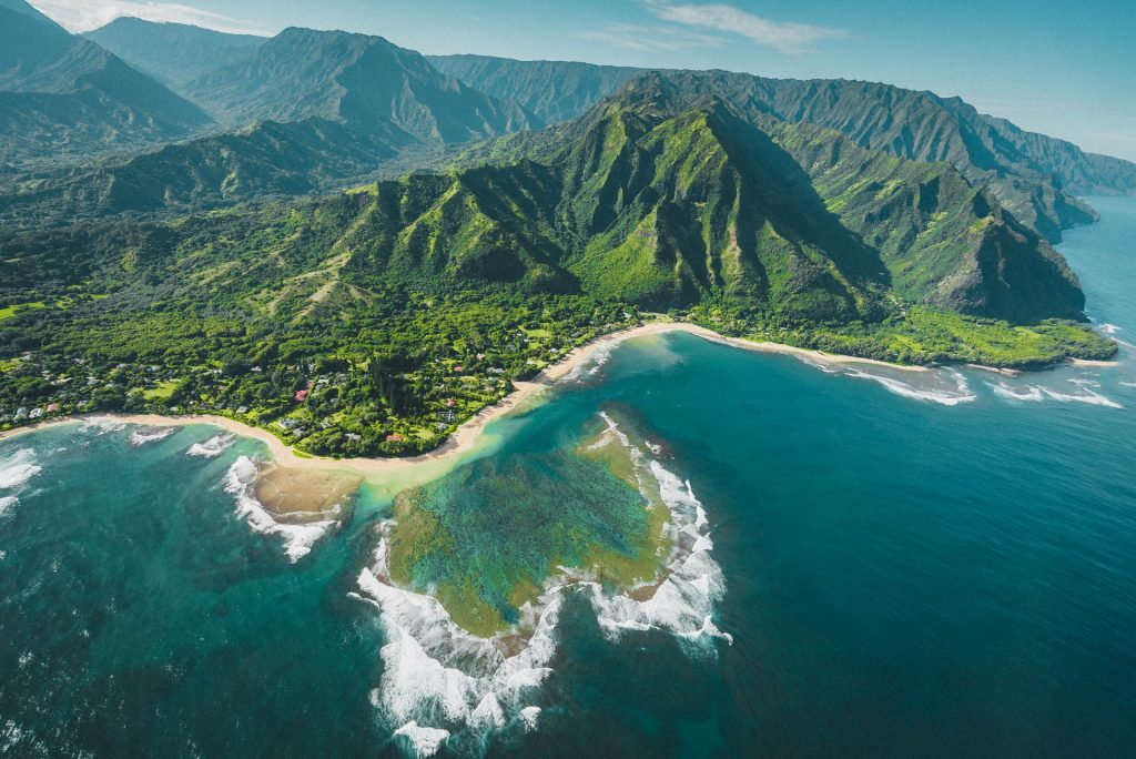 hikes for an Hawaii elopement