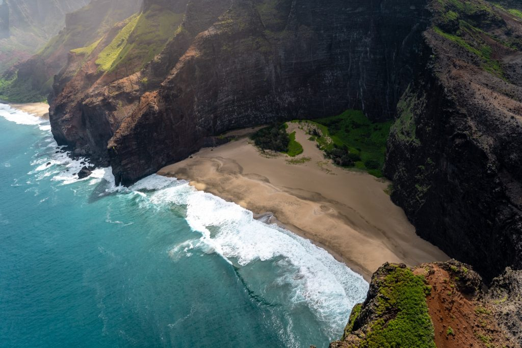 hikes for an Hawaii elopement - Pololu Valley