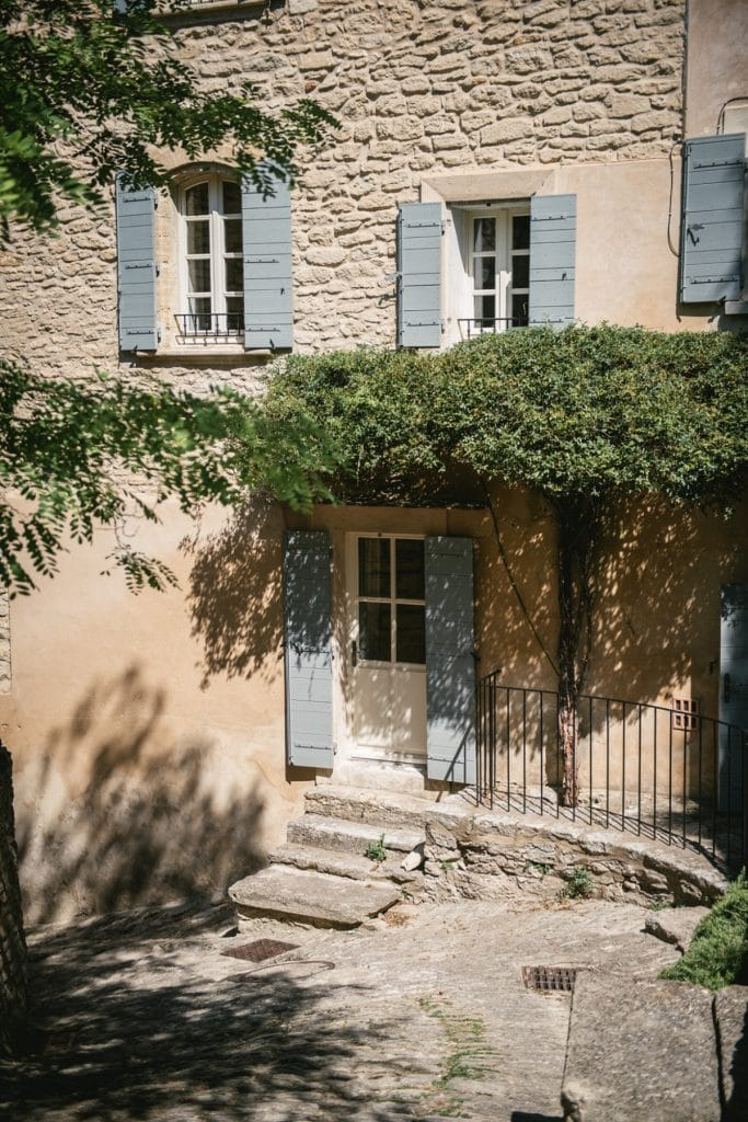 A post-wedding session in Provence - gordes house