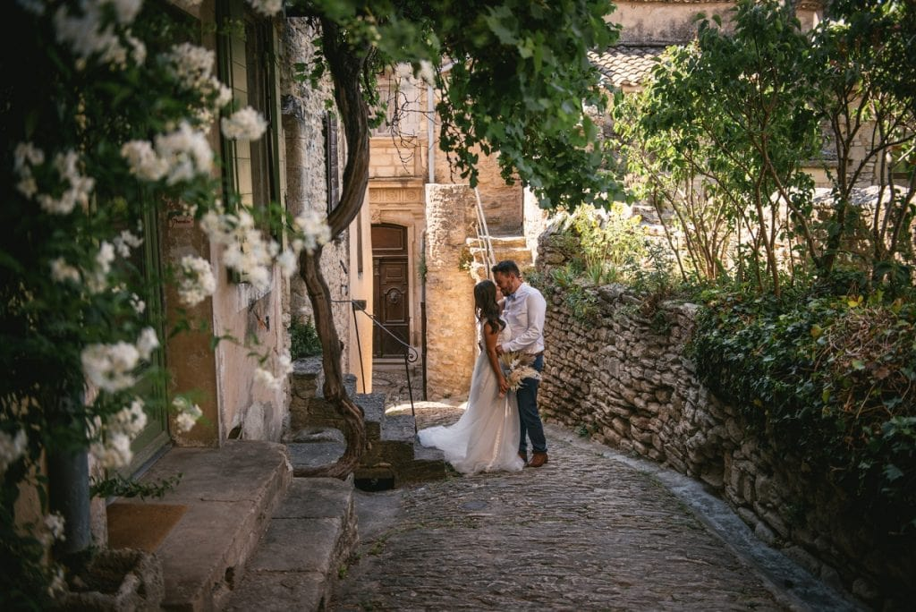 A post-wedding session in Provence - gordes streets